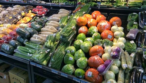 Verpakkingsmateriaal groente en fruit in supermarkt
