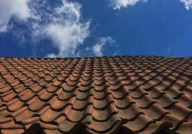 Schuin dak isoleren van buitenaf